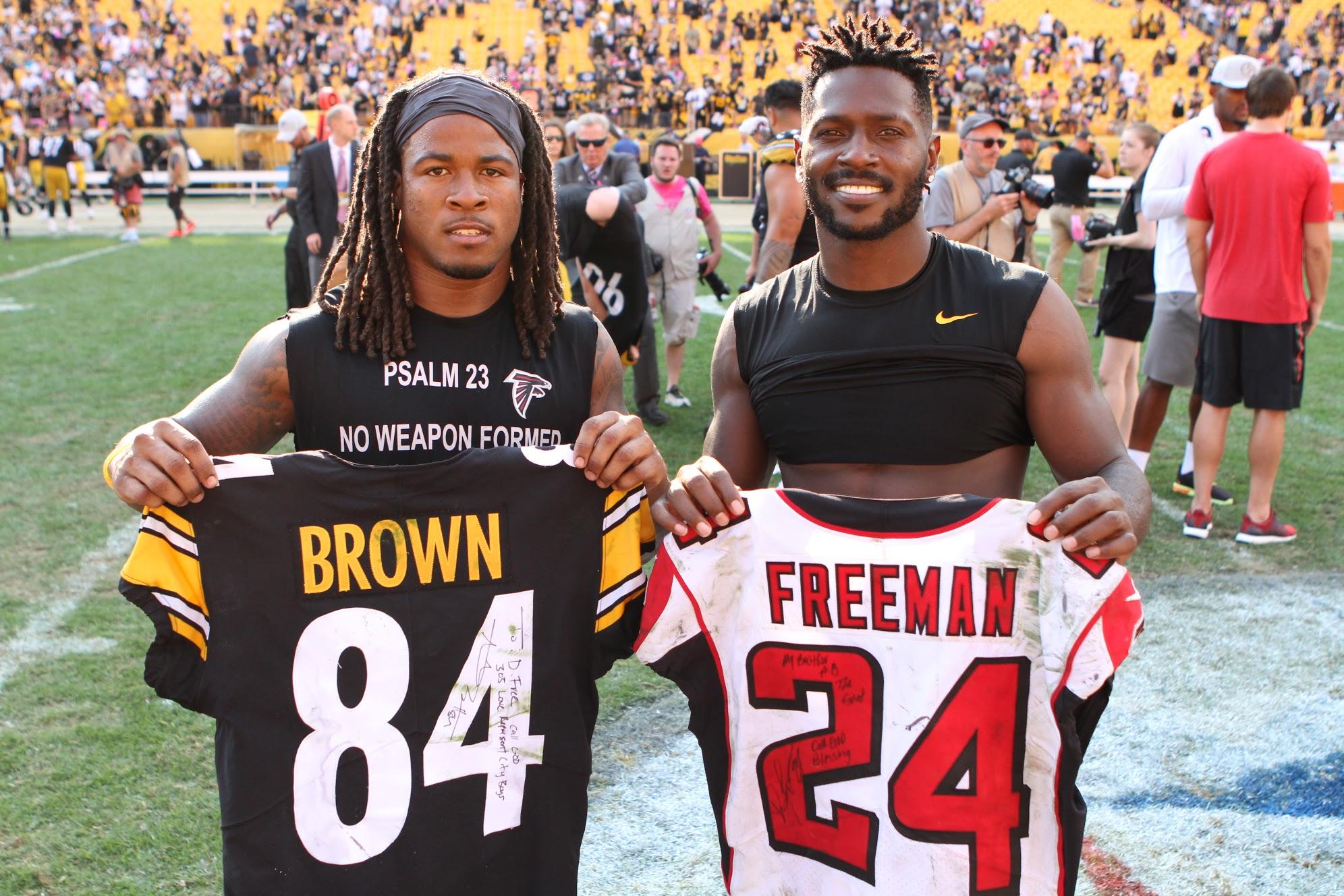 best service c5976 0b1d5 Davonta Freeman and Antonio Brown exchange jerseys after the ...